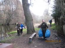 """Sprzątanie rzeki Regi zorganizowane przez Koło PZW Nr 38 """"Amur"""" Płoty"""